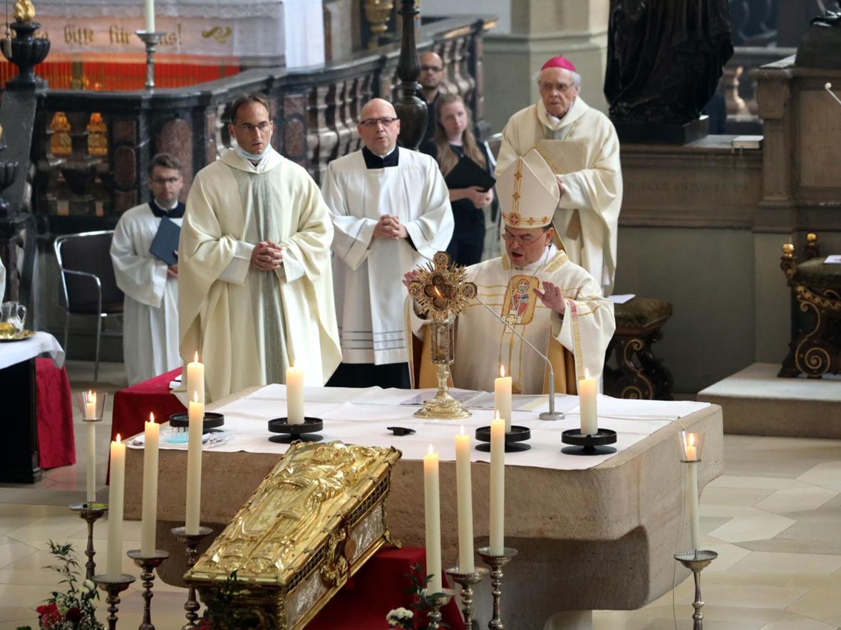 Ulrichshochamt mit Bischof Bertram (Foto: Annette Zoepf / pba) 2