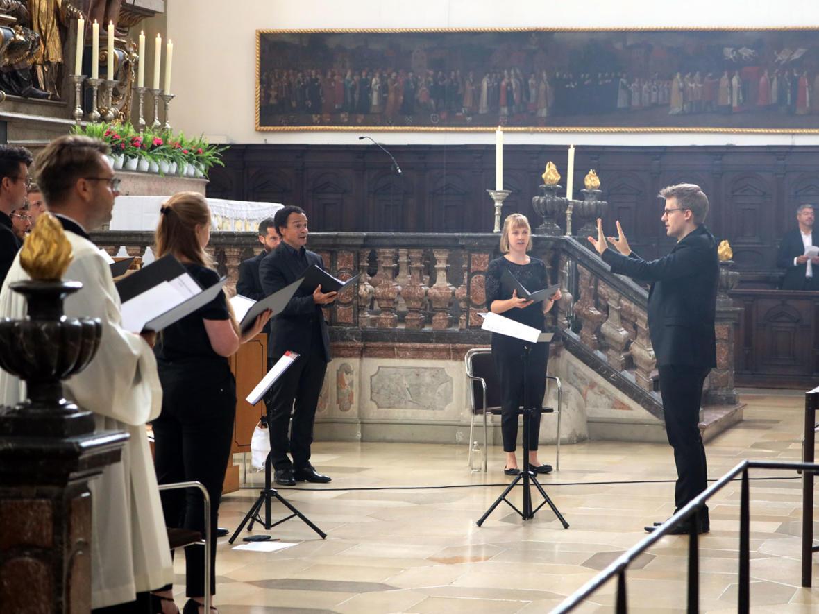 Ulrichshochamt mit Bischof Bertram (Foto: Annette Zoepf / pba) 8