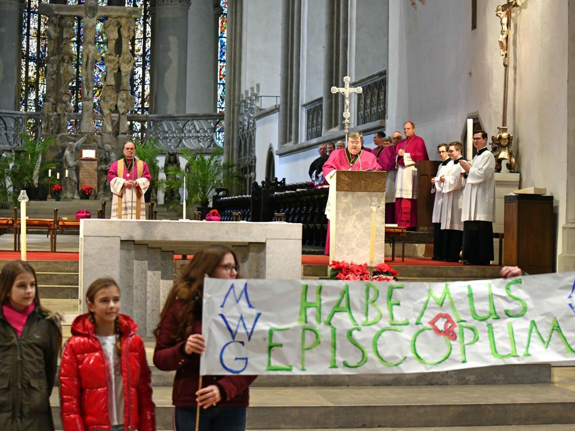 01 Bekanntgabe neuer Bischof von Augsburg_Habemus episcopum (Foto Nicolas Schnall_pba)