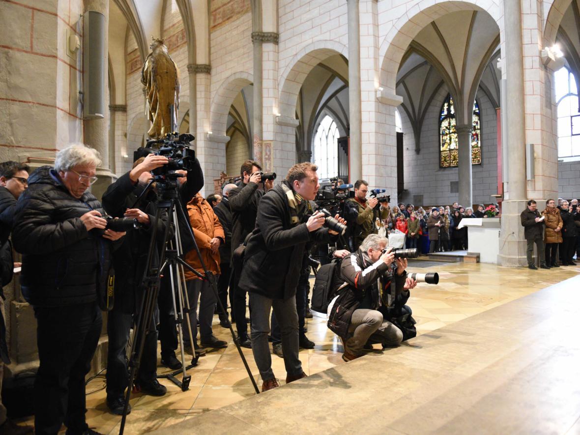 02 Bekanntgabe neuer Bischof von Augsburg_Großes Medieninteresse (Foto Maria Steber_pba)