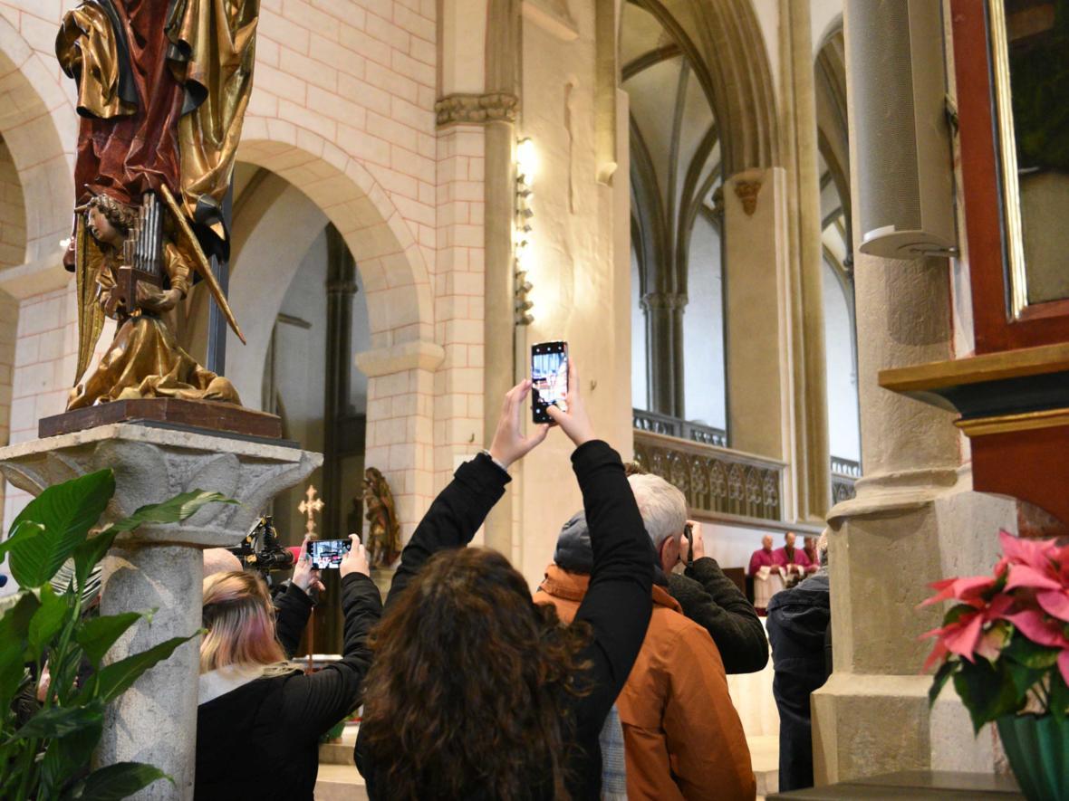 04 Bekanntgabe neuer Bischof von Augsburg_Habemus episcopum (Foto Maria Steber_pba)