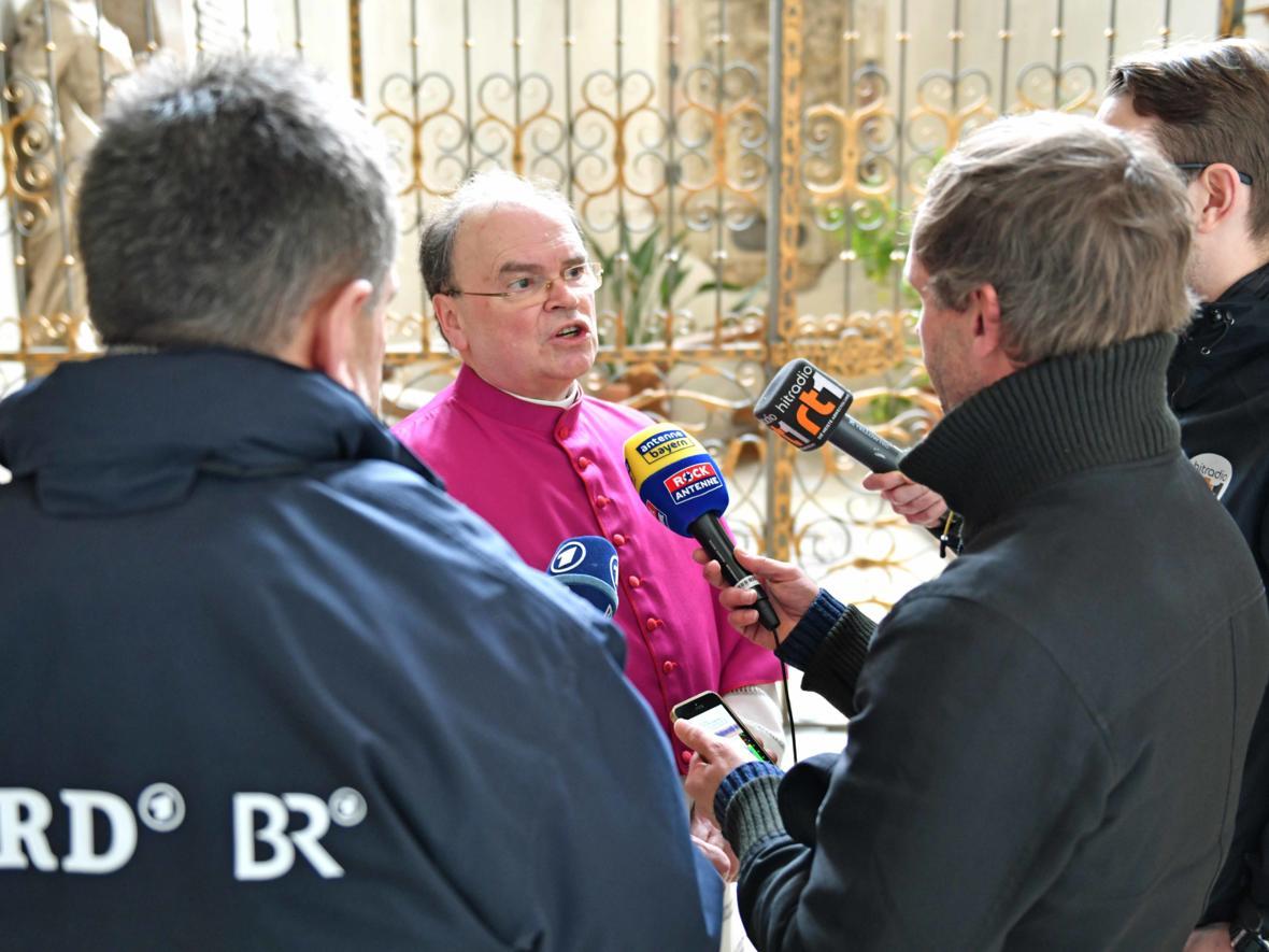 14 Bekanntgabe neuer Bischof von Augsburg_Journalistenrunde mit Bertram Meier (Foto Nicolas Schnall_pba) 3