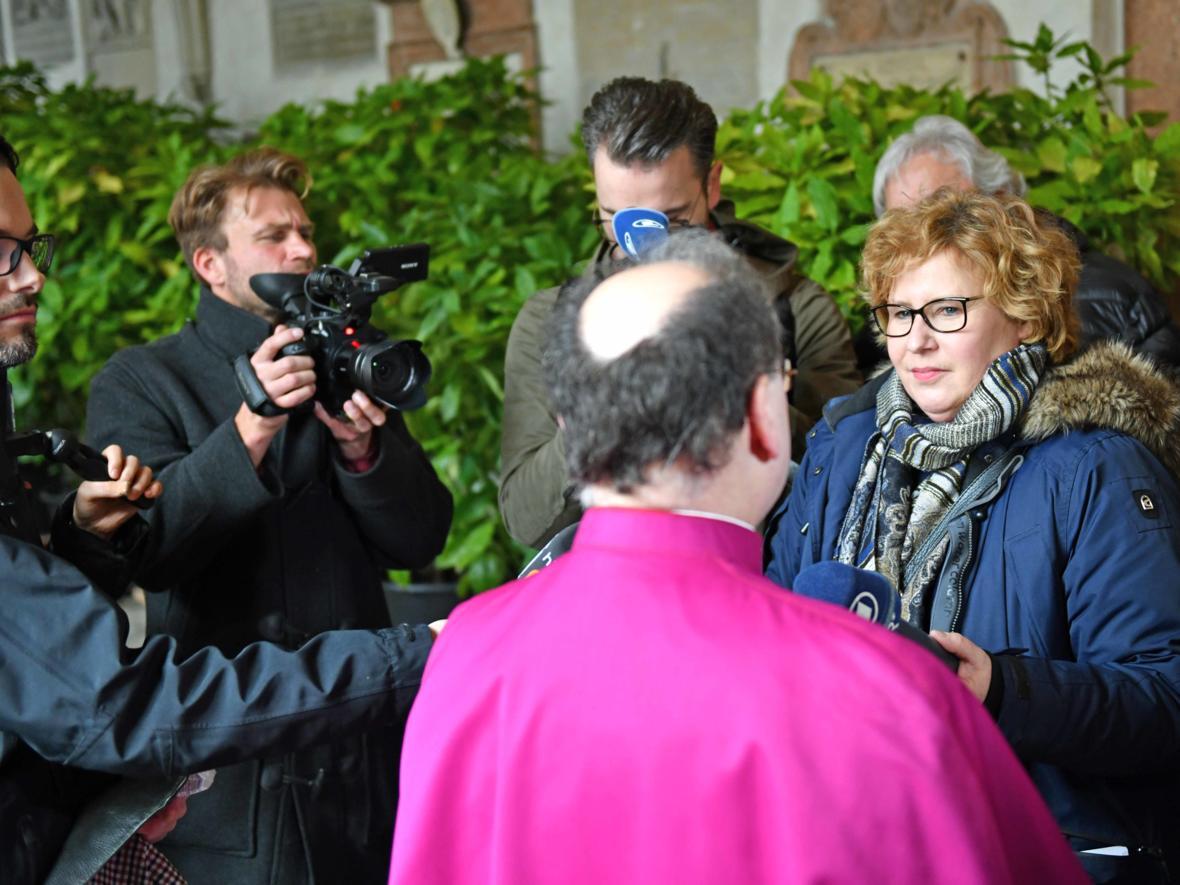15 Bekanntgabe neuer Bischof von Augsburg_Journalistenrunde mit Bertram Meier (Foto Nicolas Schnall_pba) 2