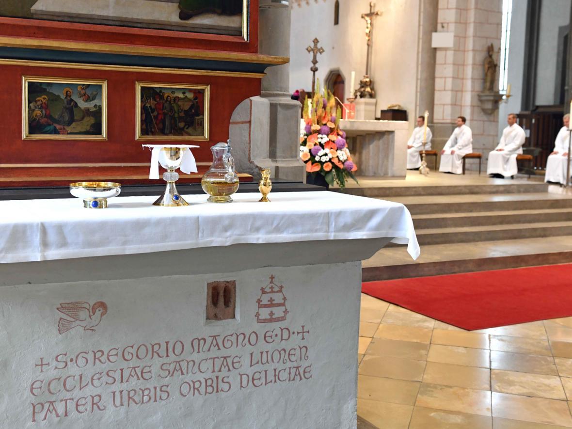 Priesterweihe 2020 im Hohen Dom zu Augsburg (Foto Nicolas Schnall_pba) DSC_4192