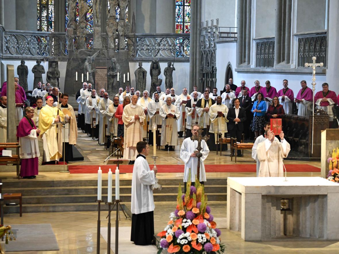 Priesterweihe 2020 im Hohen Dom zu Augsburg (Foto Nicolas Schnall_pba) DSC_4195