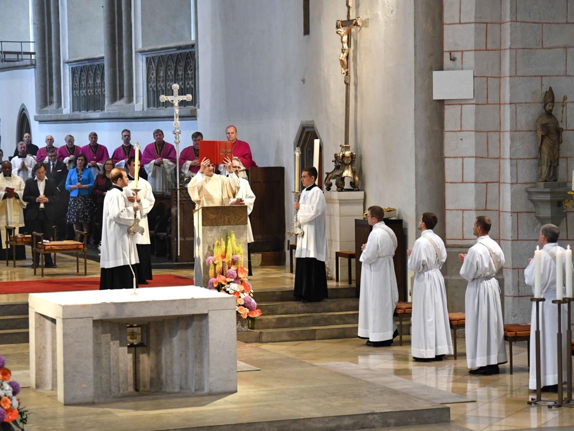 Priesterweihe 2020 im Hohen Dom zu Augsburg (Foto Nicolas Schnall_pba) DSC_4203