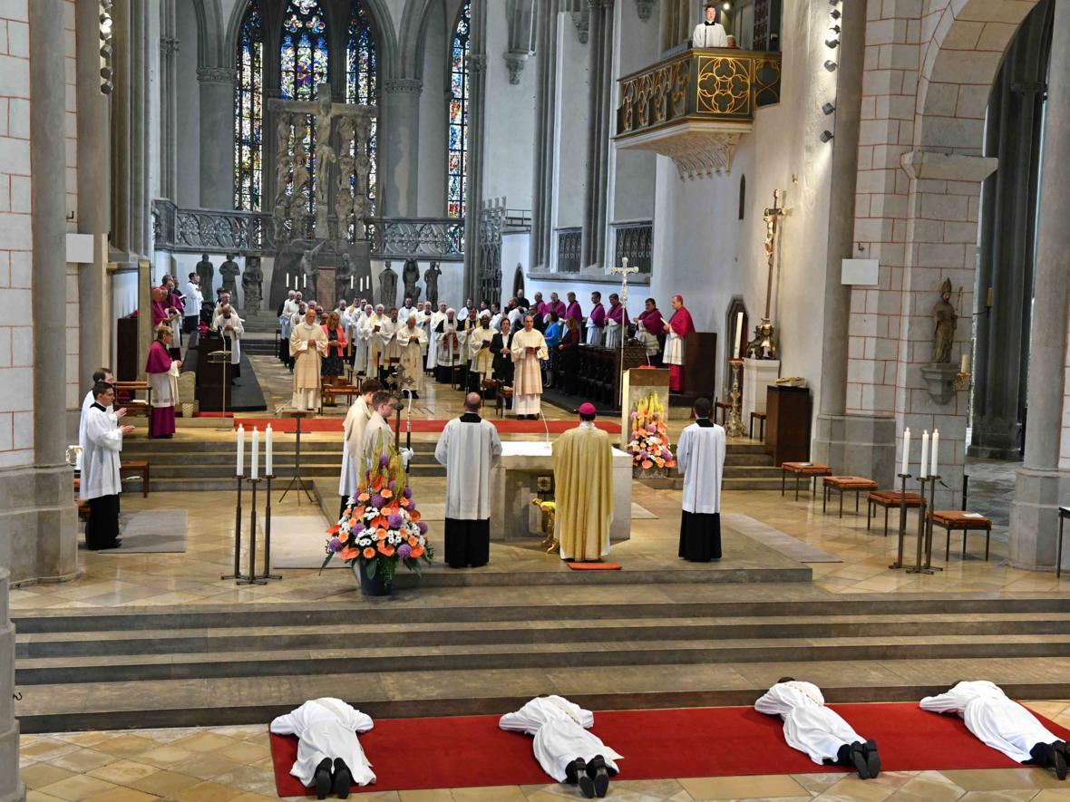 Priesterweihe 2020 im Hohen Dom zu Augsburg (Foto Nicolas Schnall_pba) DSC_4292