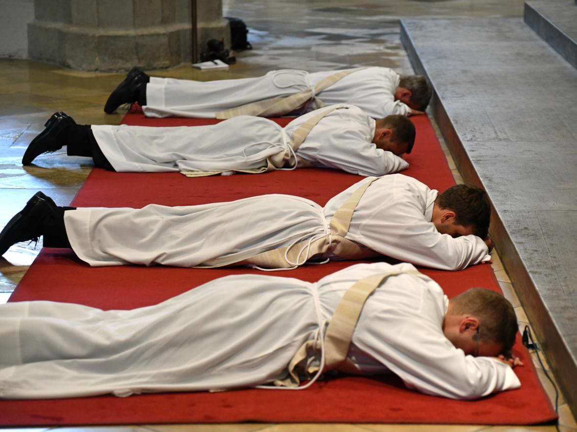 Priesterweihe 2020 im Hohen Dom zu Augsburg (Foto Nicolas Schnall_pba) DSC_4299