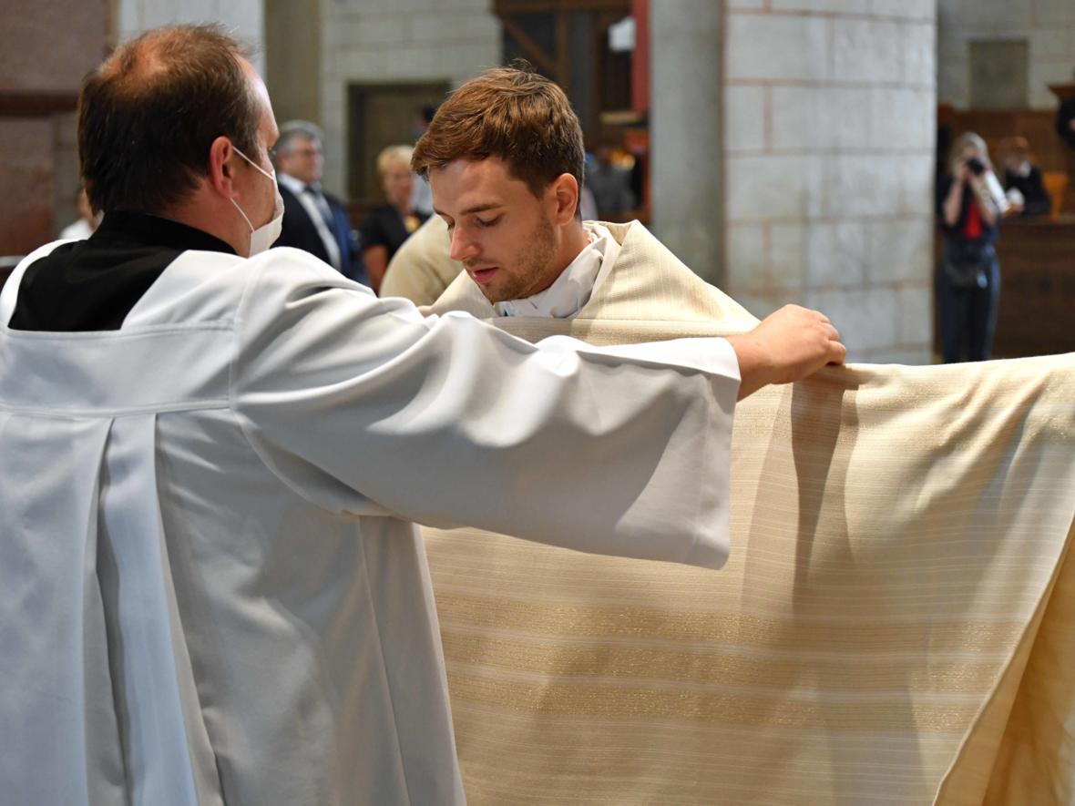 Priesterweihe 2020 im Hohen Dom zu Augsburg (Foto Nicolas Schnall_pba) DSC_4345