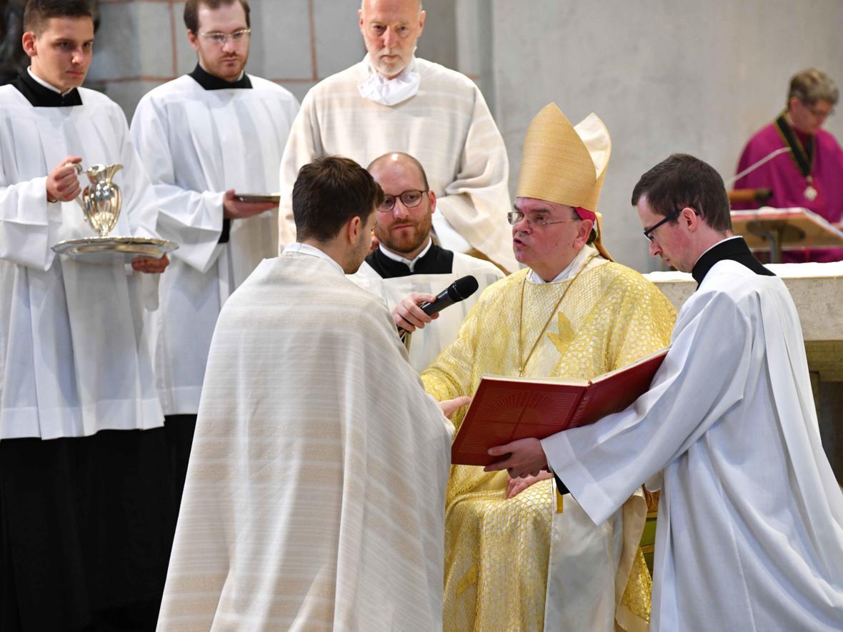 Priesterweihe 2020 im Hohen Dom zu Augsburg (Foto Nicolas Schnall_pba) DSC_4361