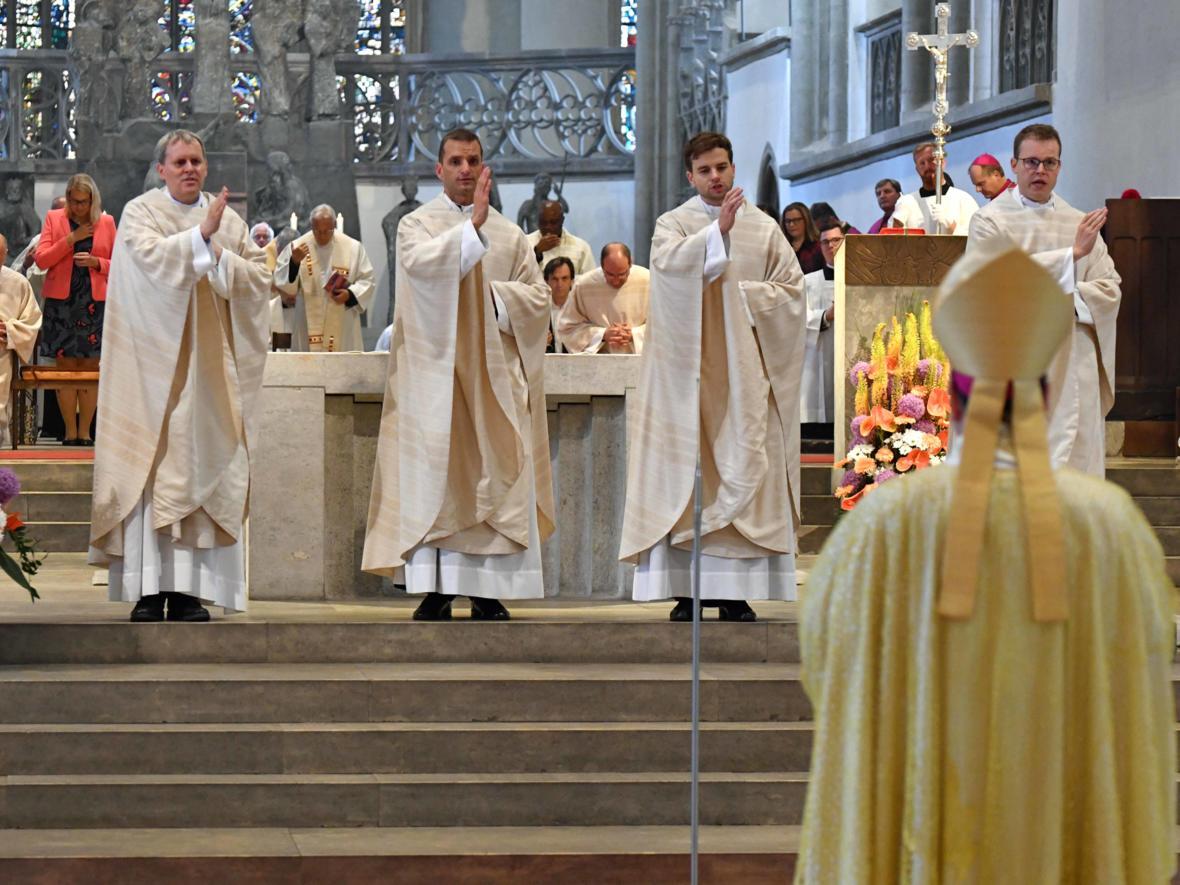 Priesterweihe 2020 im Hohen Dom zu Augsburg (Foto Nicolas Schnall_pba) DSC_4459