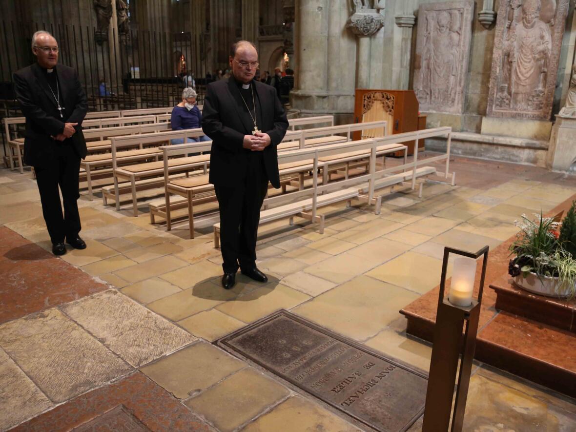 02_Gebet_Bischof Johann Michael Sailer_Foto Veit Neumann