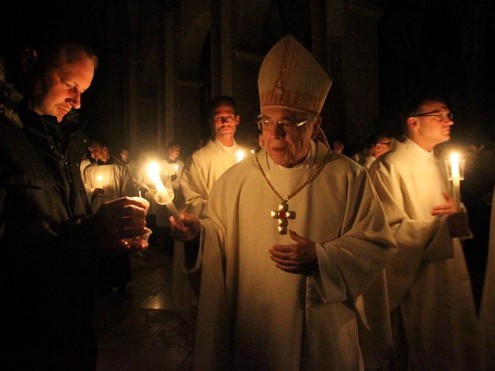 2016: Feier der Osternacht (Foto: Annette Zoepf / pba)