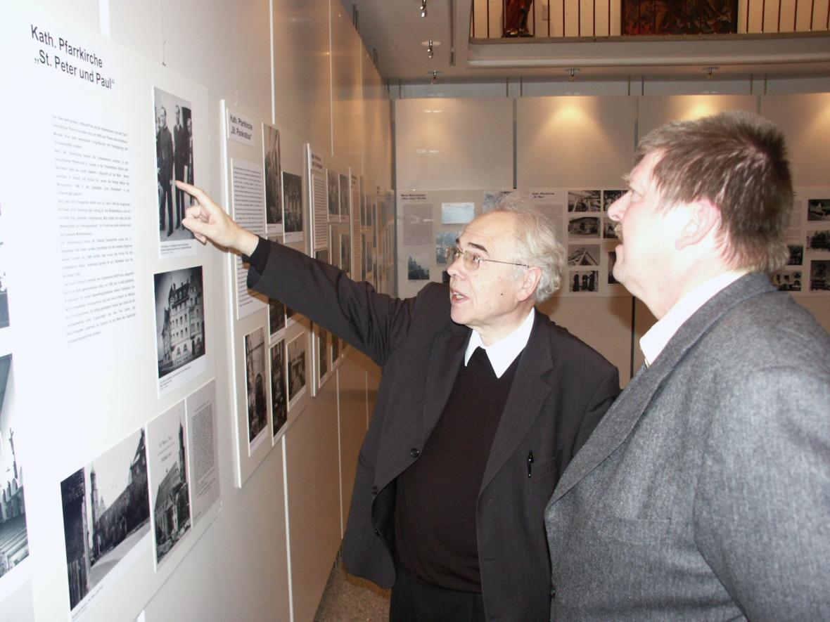 2005: Bei einer Ausstellung (Foto: Archiv)