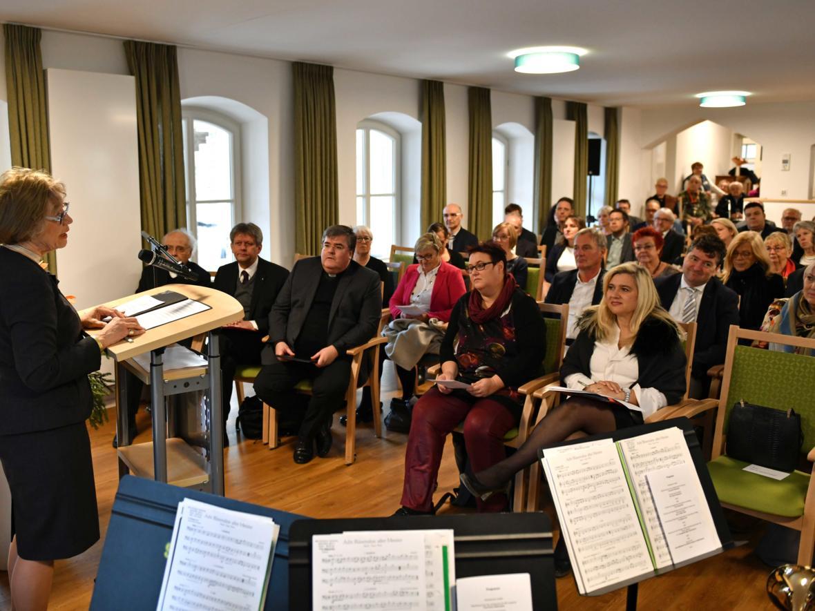 Begrüßung der Festgäste durch die SkF-Vorsitzende Doris Hallermayer. (Foto: Nicolas Schnall / pba)