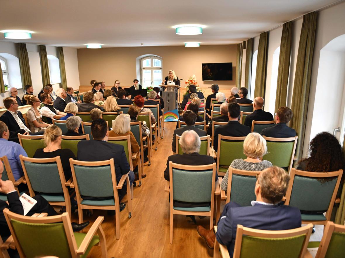 Festvortrag der bayerischen Staatsministerin Melanie Huml. (Foto: Nicolas Schnall / pba)