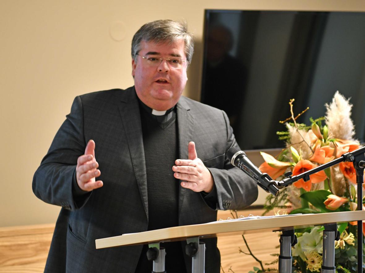 Ansprache von Domkapitular Harald Heinrich zur Segnung des Seniorenheims St. Afra. (Foto: Nicolas Schnall / pba)