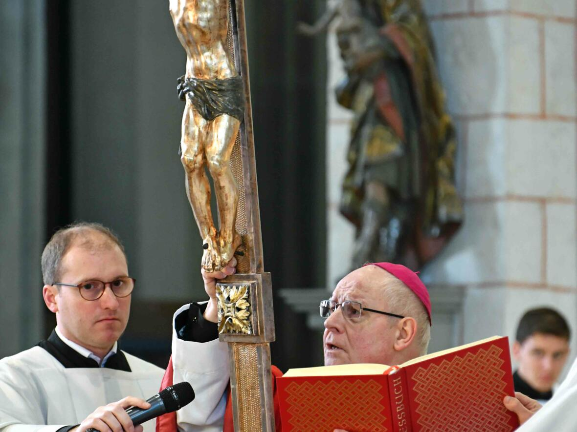 Karfreitag 2019 im Augsburger Dom (Foto Nicolas Schnall_pba) 7