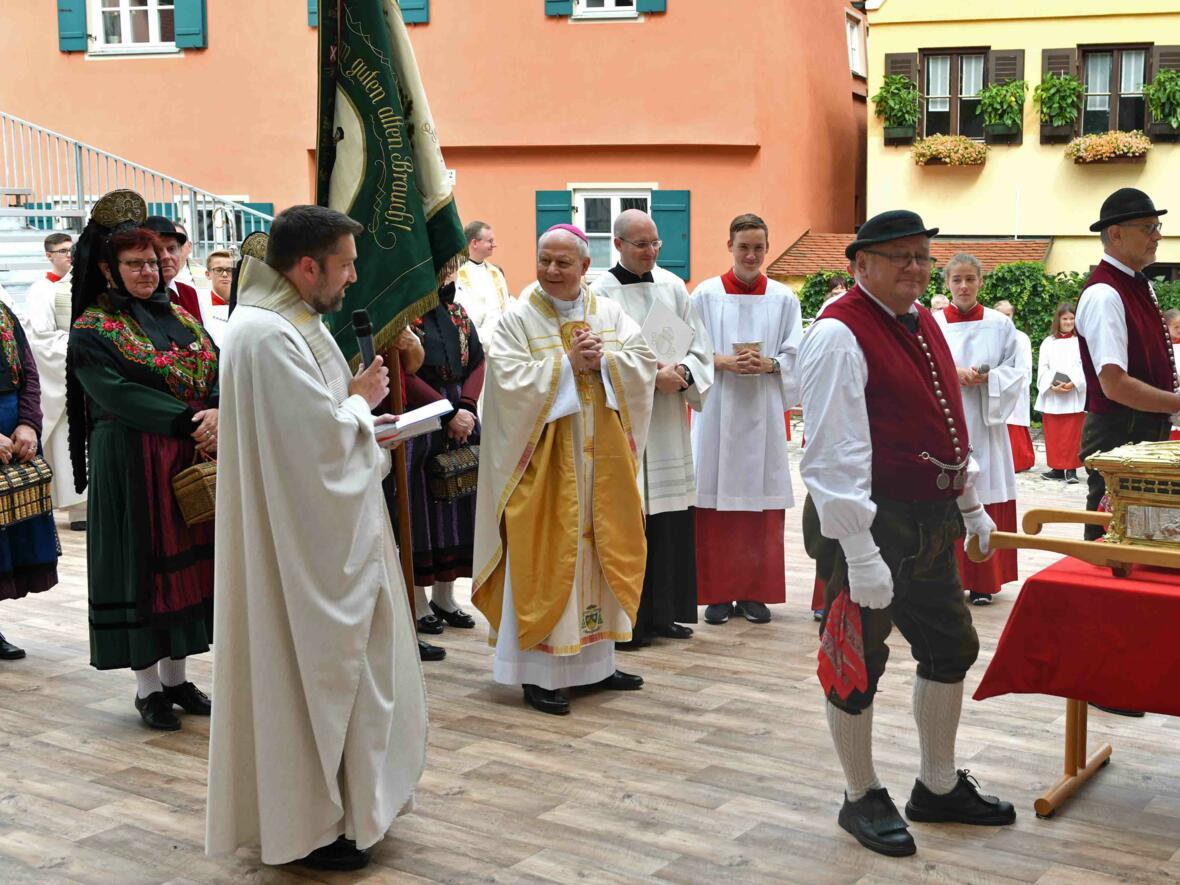 Der heilige Ulrich auf Reisen: Das diesjährige Ziel war Nördlingen. (Foto: Nicolas Schnall/pba)