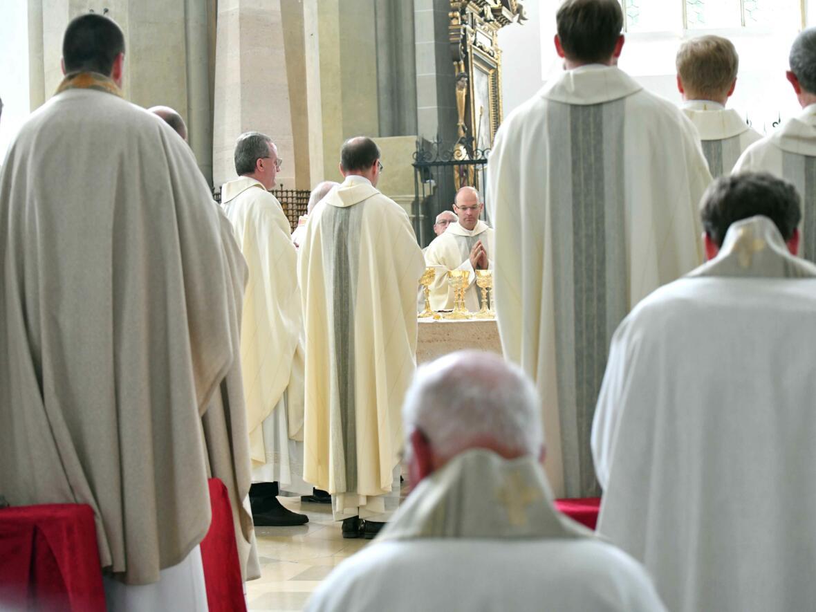 """Tag der Priester und Diakone: Dem Pontifikalamt am Vormittag folgte ein Vortrag zum Thema """"Geht...und macht Jünger...!"""" (Foto: Nicolas Schnall/pba)"""