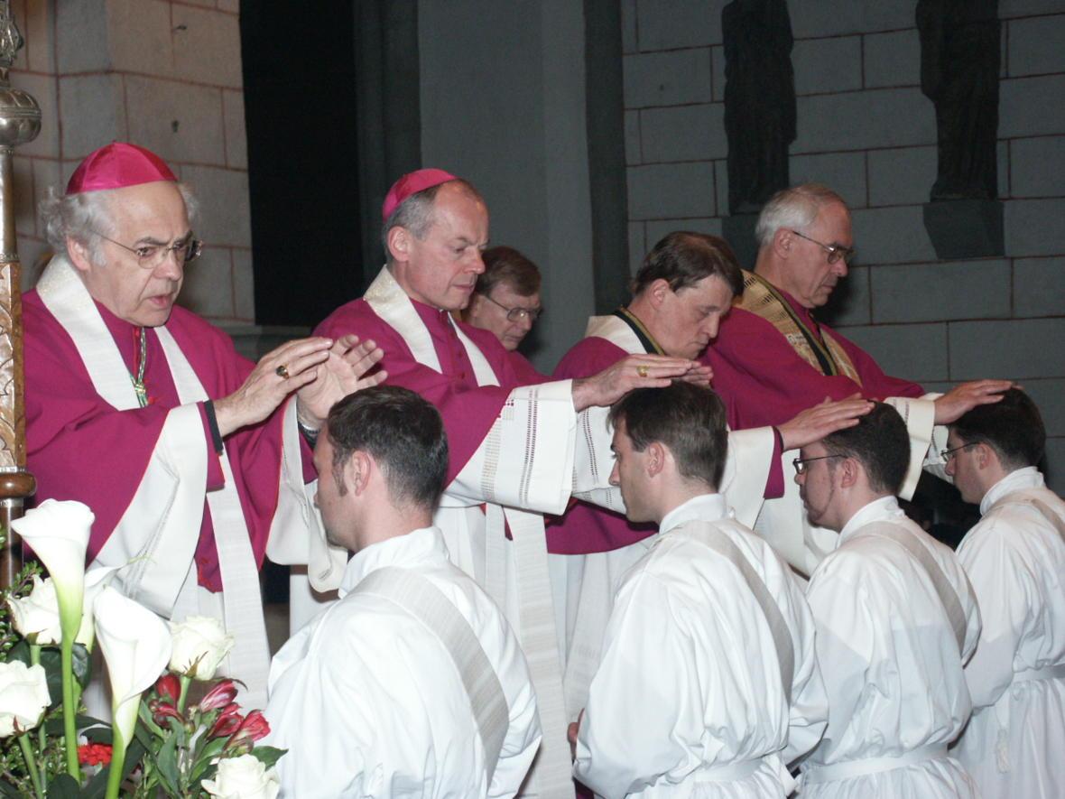 2004: Bei der Weihe von vier Neupriestern im Hohen Dom zu Augsburg (Foto: Archiv)