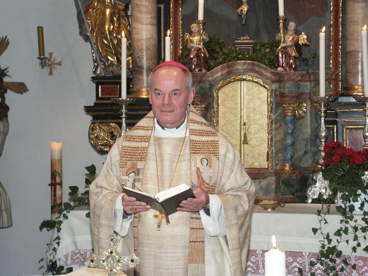 2008: Weihbischof Dr. Dr. Anton Losinger feiert das 25. Jubiläum seiner Priesterweihe in seiner Heimatkirche St. Philipp und Walburga in Friedberg-Rohrbach (Foto: Archiv)
