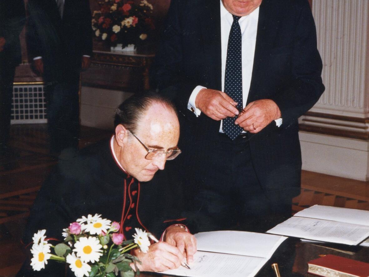 1984: Vereidigung durch den bayerischen Ministerpräsidenten Franz Josef Strauß (Foto: Privat)