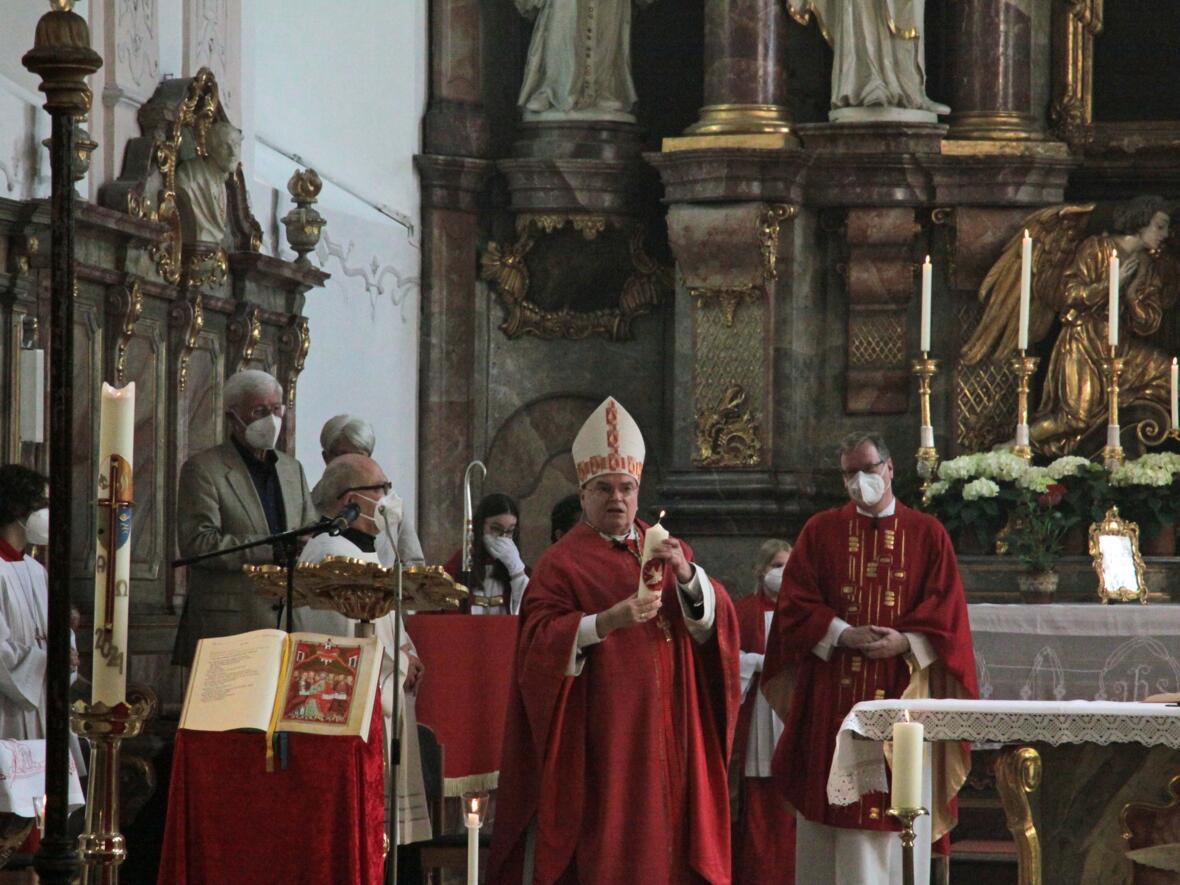 Bischof Bertram feiert Pfingsten in Heilig Geist Neuburg_Donau (Foto_Viktoria_Zaech_pba) 2