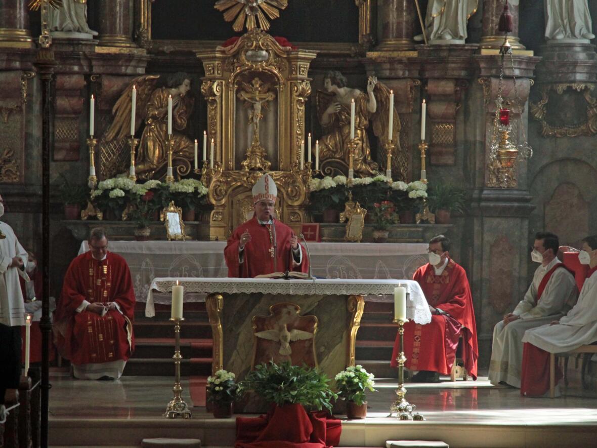 Bischof Bertram feiert Pfingsten in Heilig Geist Neuburg_Donau (Foto_Viktoria_Zaech_pba) 3