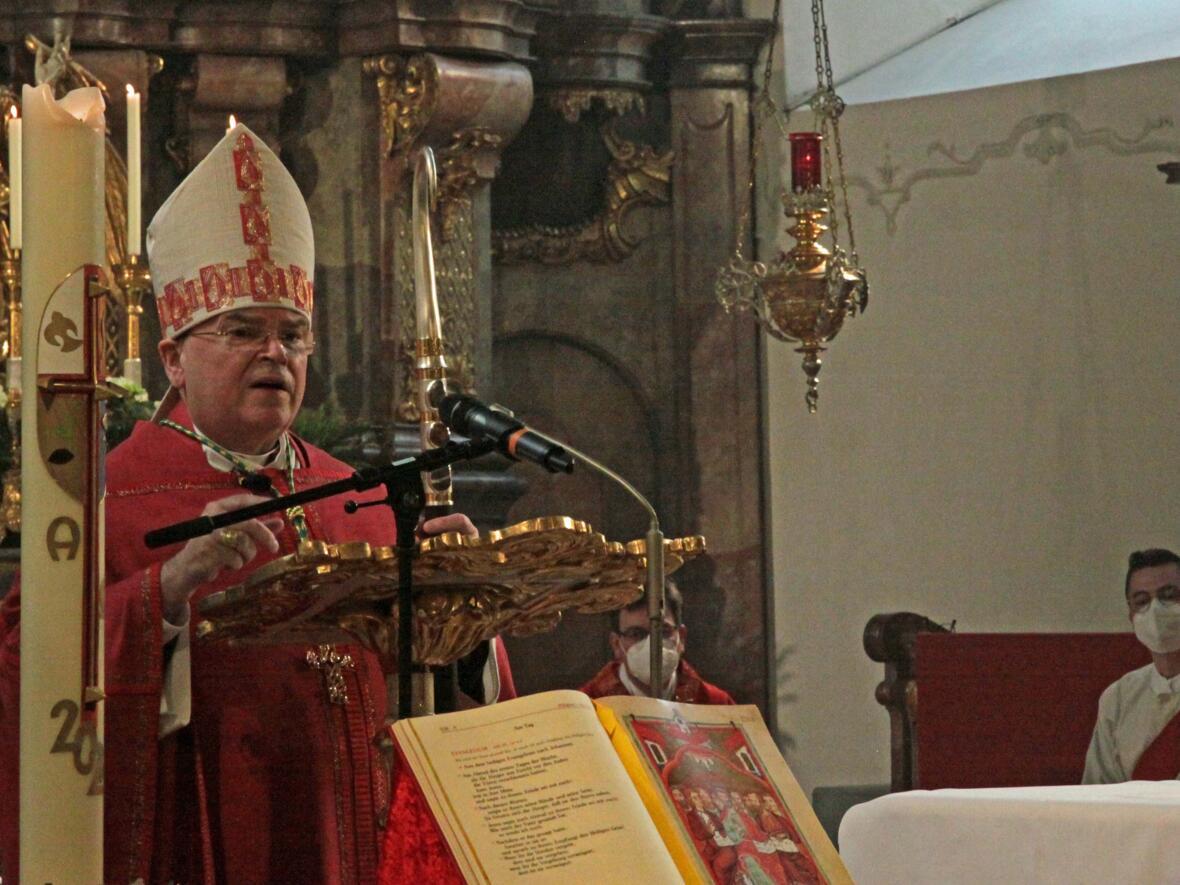 Bischof Bertram feiert Pfingsten in Heilig Geist Neuburg_Donau (Foto_Viktoria_Zaech_pba) 6