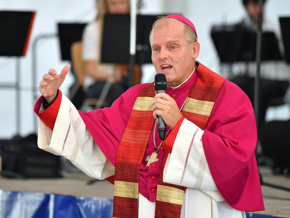 Predigt von Weihbischof Florian beim Gottesdienst zur Eröffnung der Bischof-Ulrich-Grundschule in Augsburg (Foto Julian Schmidt pba)