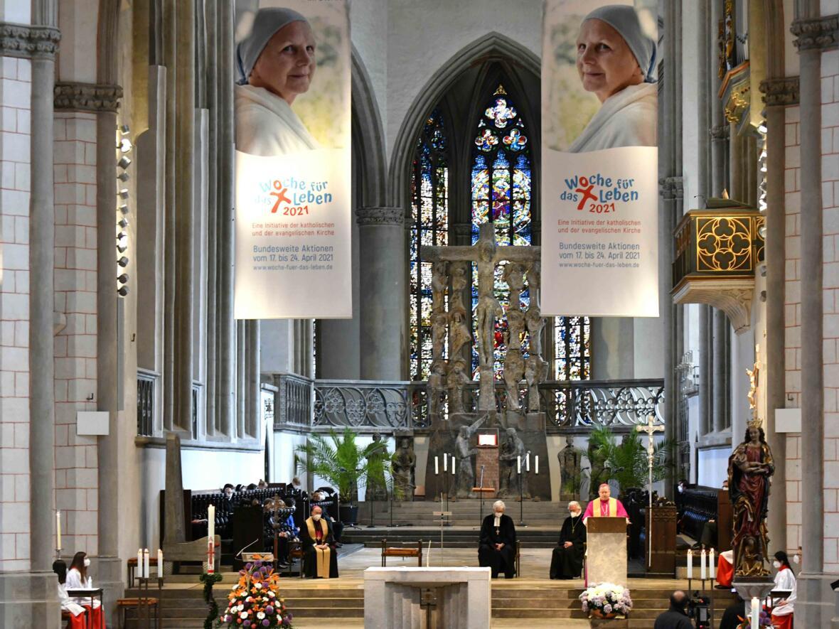 10 Eröffnungsgottesdienst der Woche für das Leben 2021_Predigt Bischof Georg Bätzing (Foto Nicolas Schnall pba)