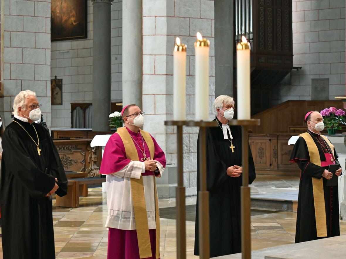 15 Eröffnungsgottesdienst der Woche für das Leben 2021_Bischöfe am Ende des Gottesdienstes (Foto Nicolas Schnall pba)