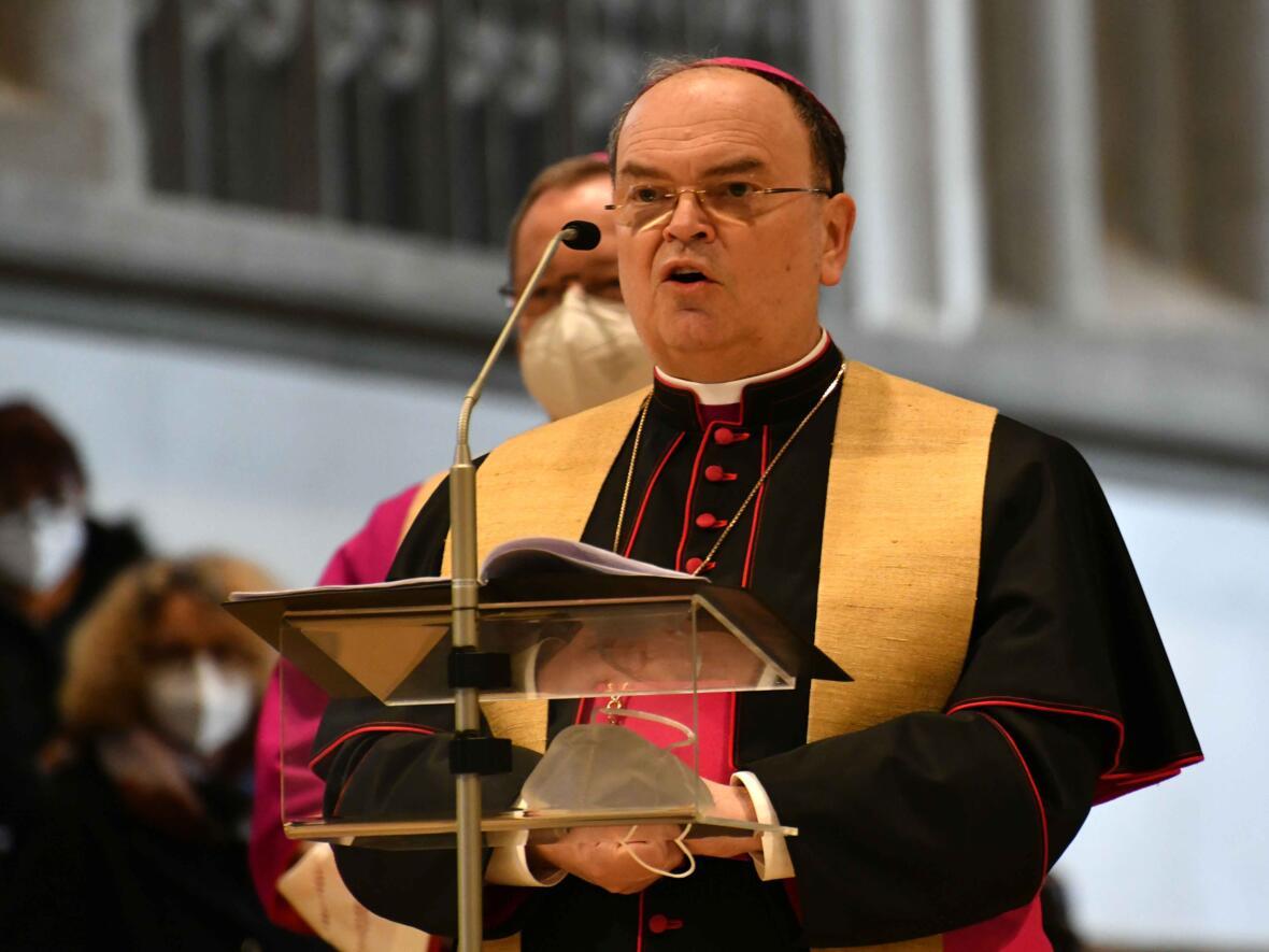 3a Eröffnungsgottesdienst der Woche für das Leben 2021_Begrüßung durch Bischof Bertram Meier (Foto Nicolas Schnall pba)