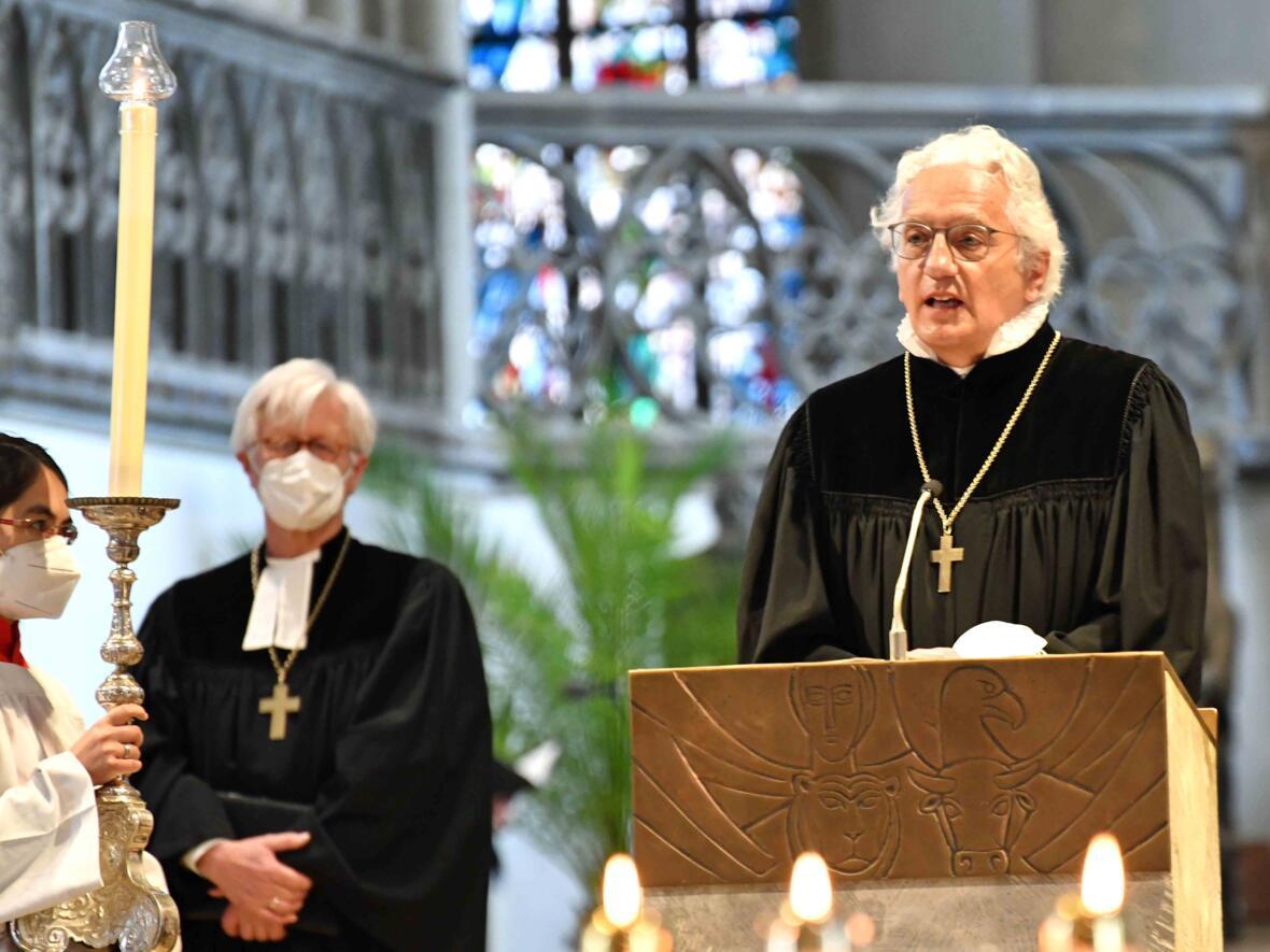 7 Eröffnungsgottesdienst der Woche für das Leben 2021_Regionalbischof beim Vortragen des Evangeliums (Foto Nicolas Schnall pba) 2