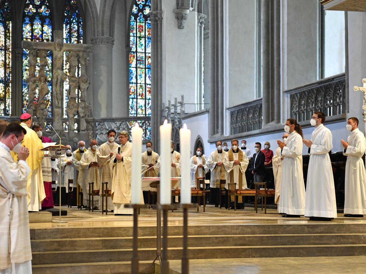 05_Priesterweihe im Augsburger Dom 2021 (Foto Nicolas Schnall pba)