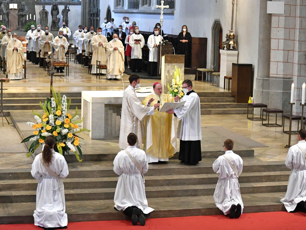 14_Priesterweihe im Augsburger Dom 2021 (Foto Nicolas Schnall pba)