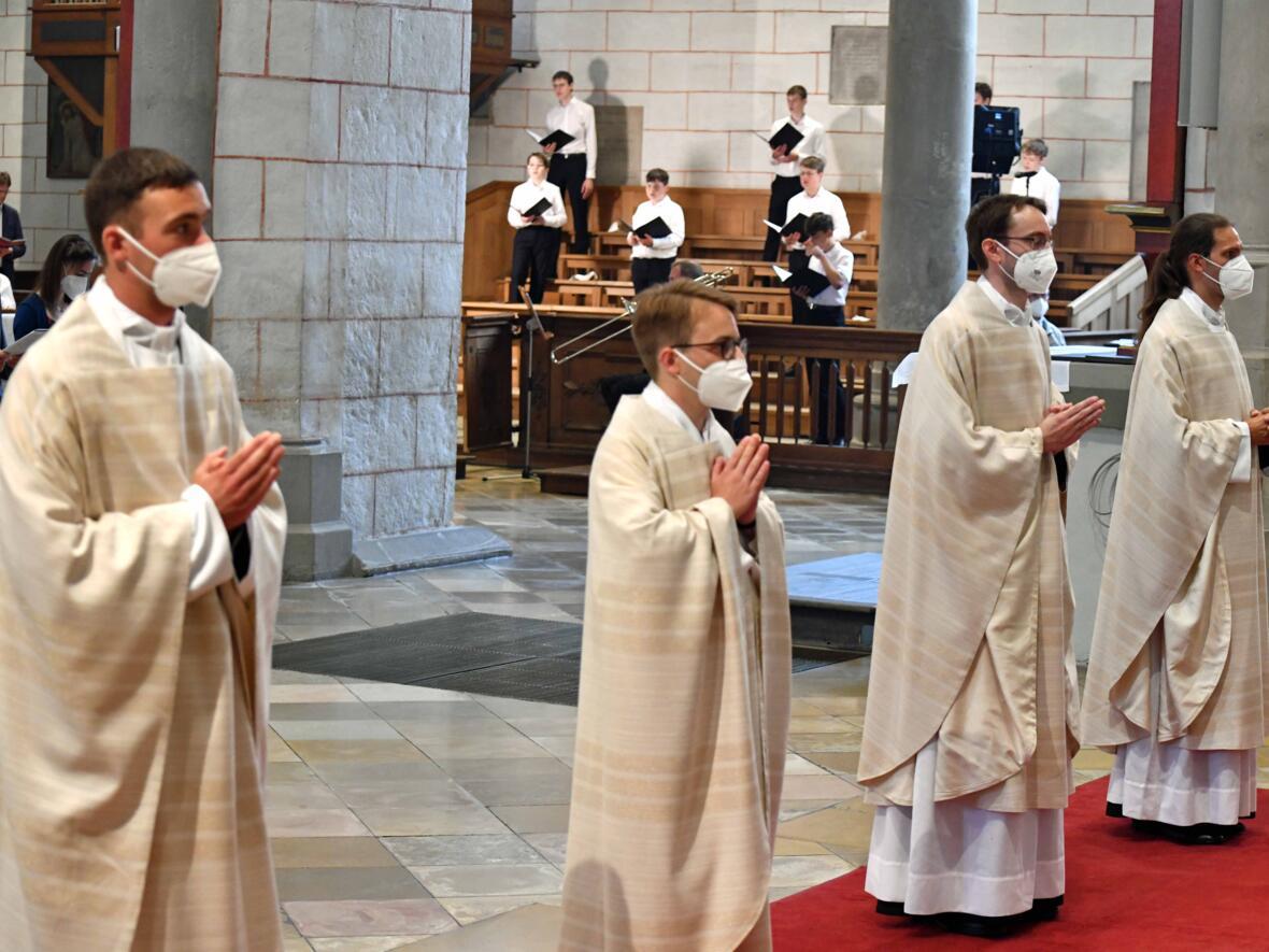 17_Priesterweihe im Augsburger Dom 2021 (Foto Nicolas Schnall pba)