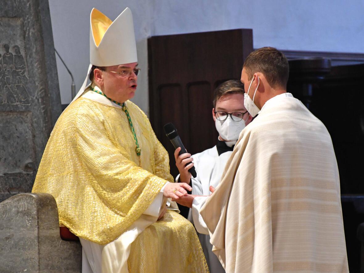 18_Priesterweihe im Augsburger Dom 2021 (Foto Nicolas Schnall pba)