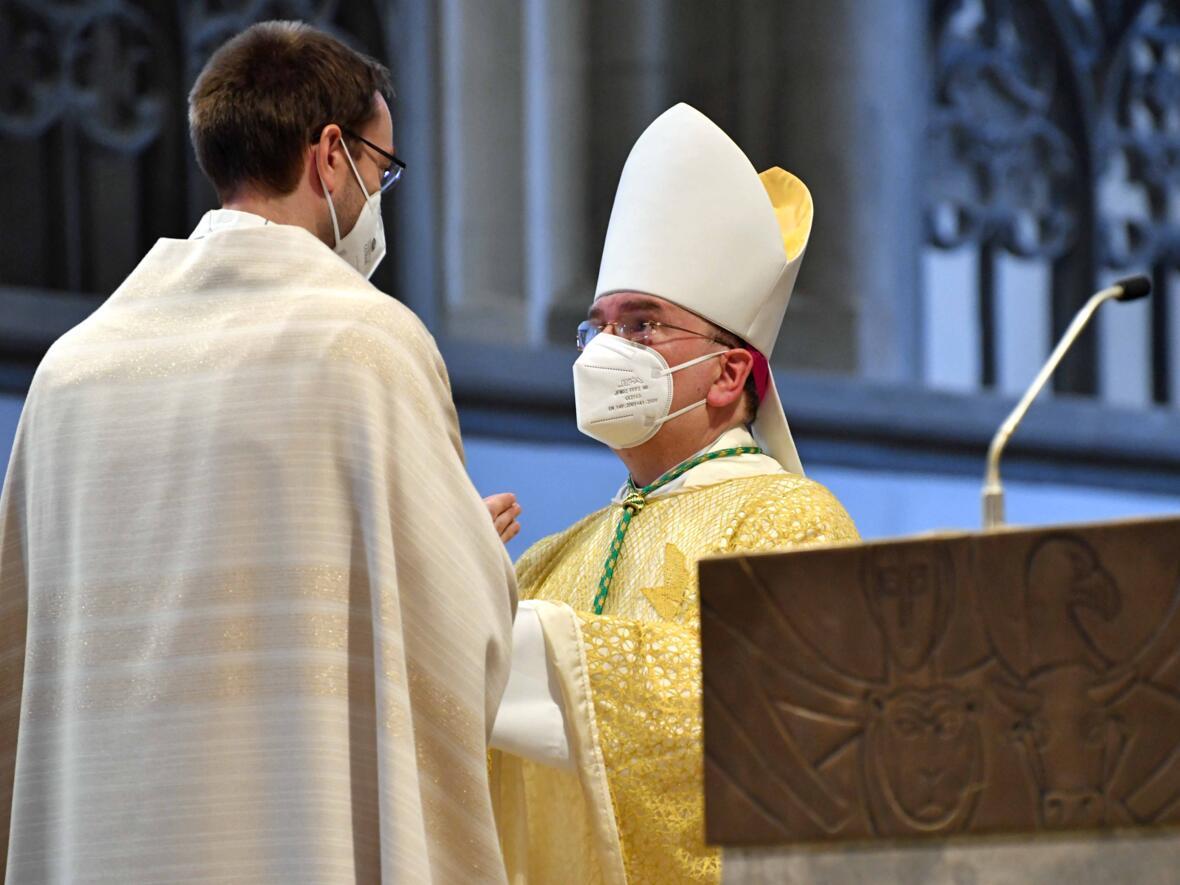 20_Priesterweihe im Augsburger Dom 2021 (Foto Nicolas Schnall pba)
