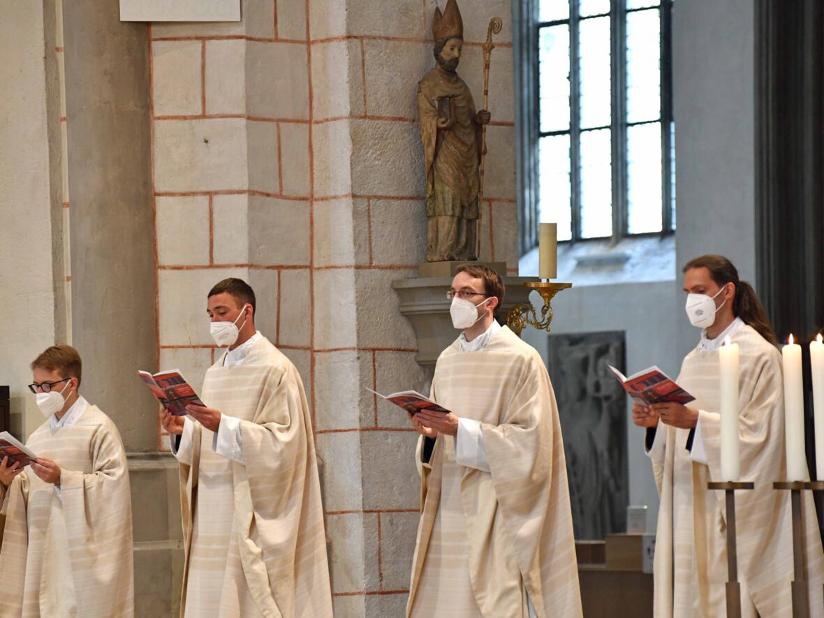 21_Priesterweihe im Augsburger Dom 2021 (Foto Nicolas Schnall pba)