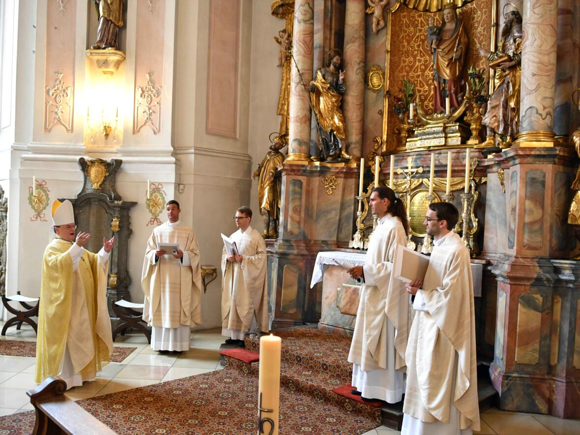 24_Priesterweihe im Augsburger Dom 2021 (Foto Nicolas Schnall pba)