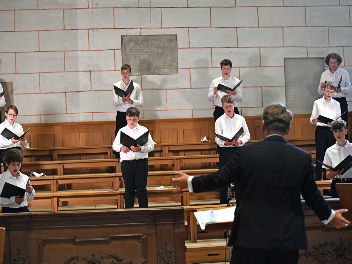 25a_Priesterweihe im Augsburger Dom 2021 (Foto Nicolas Schnall pba) (1)