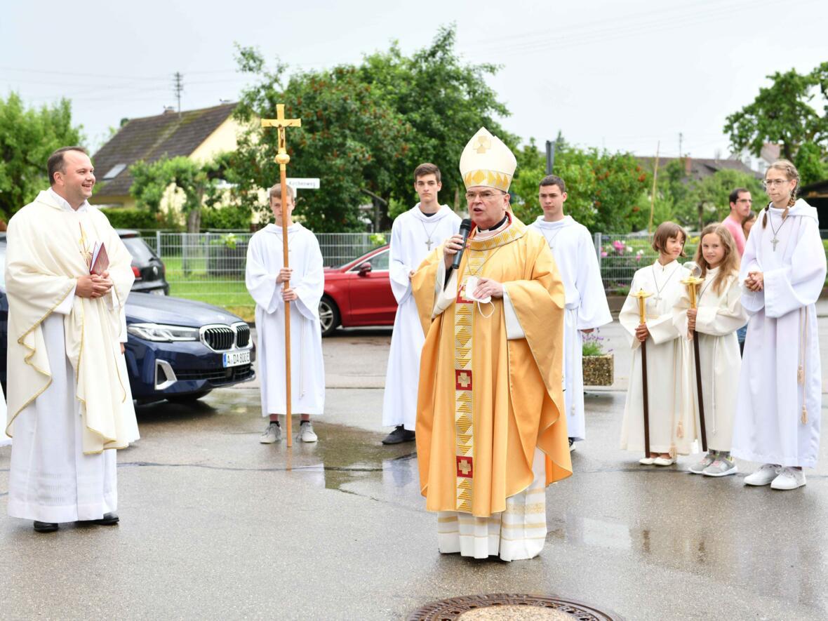 Begrüßung zu Beginn des Gottesdienstes (Maria Steber_pba)