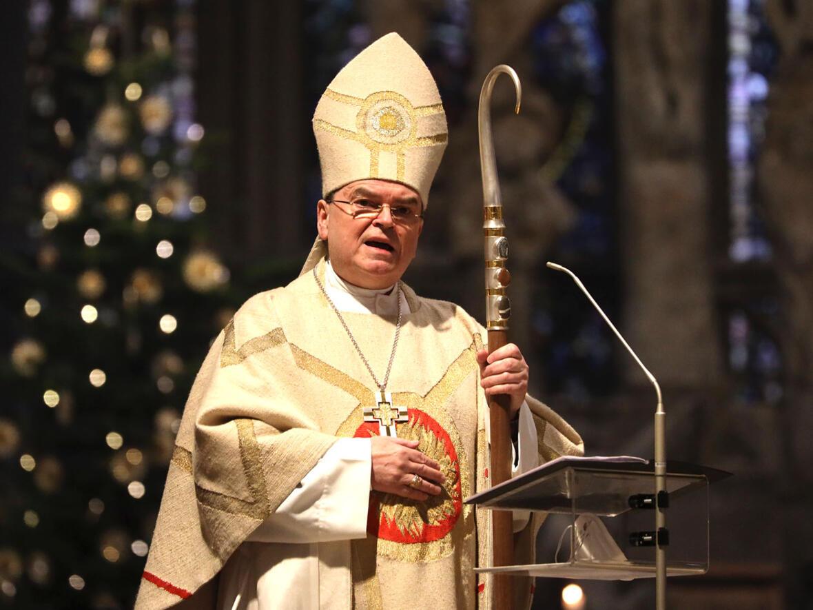 Bischof Bertram am 1. Weihnachtsfeiertag (Foto: Annette Zoepf / pba)