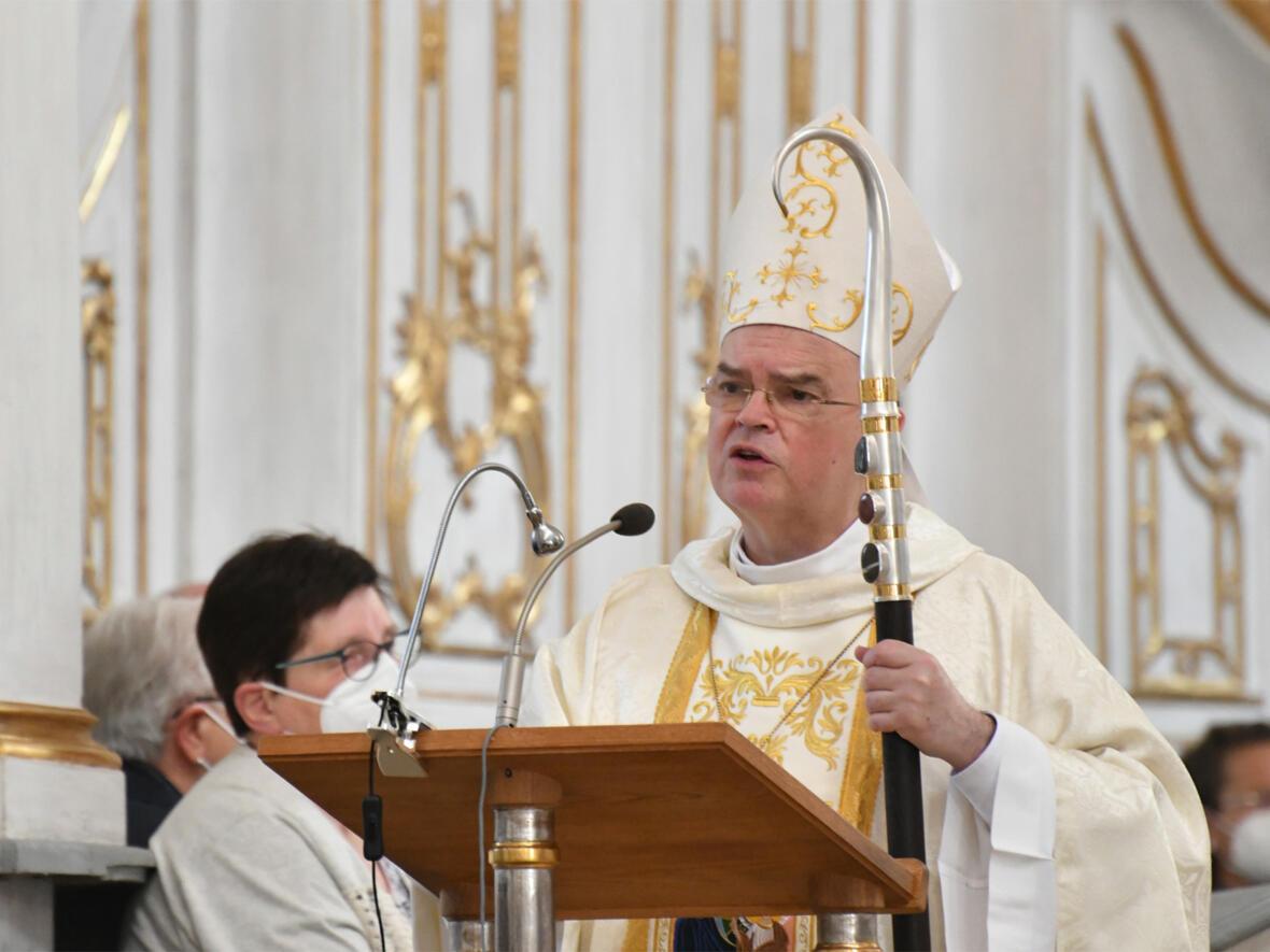 Bischof Bertram bei der Predigt