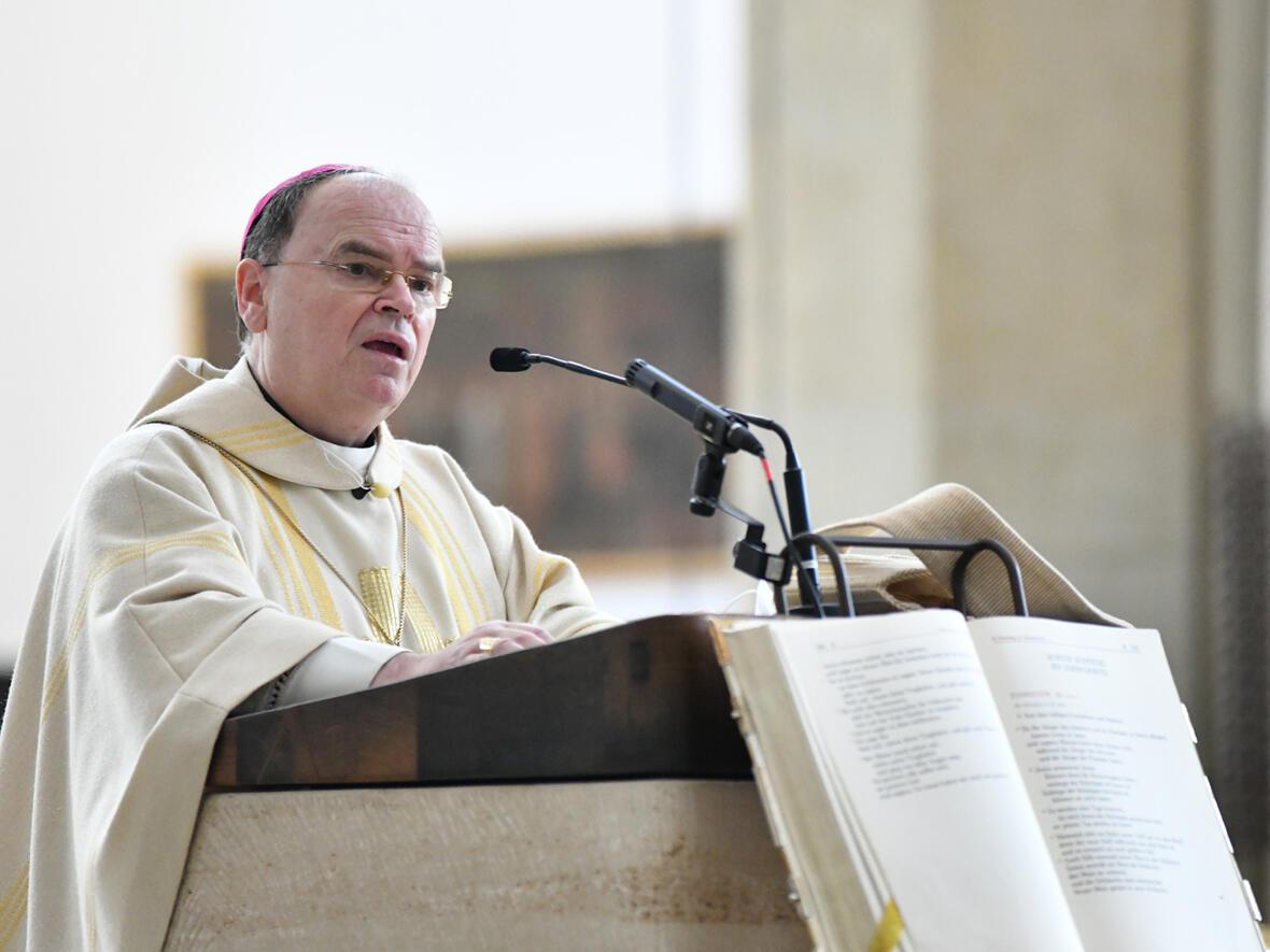 Bischof Bertram schloss sich den Zeugnissen an