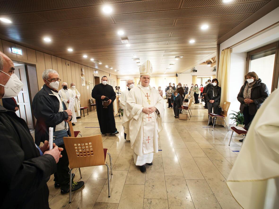 Bischof Bertram zu Besuch in der Italienischen Katholischen Mission Augsburg (Foto: Annette Zoepf / pba)
