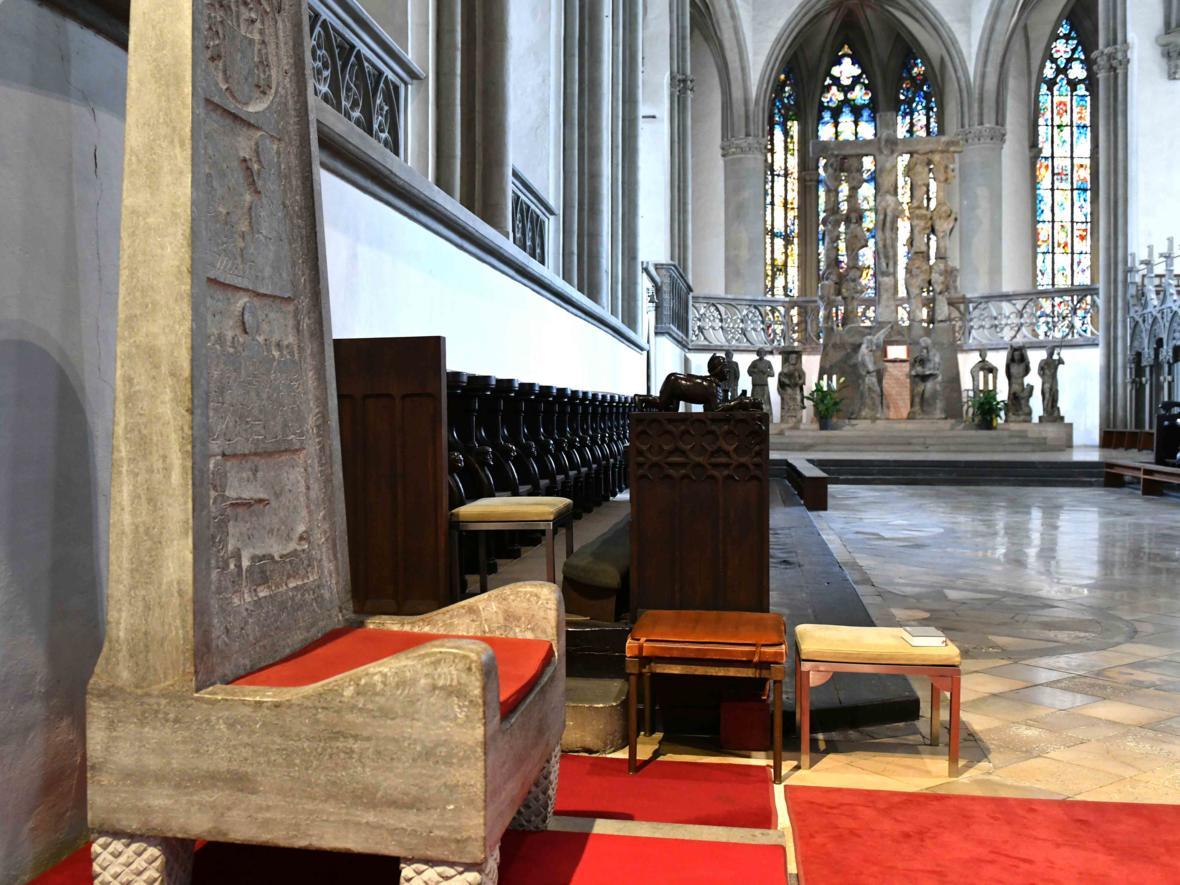 Die Kathedra im Hohen Dom zu Augsburg. (Foto: Nicolas Schnall / pba)