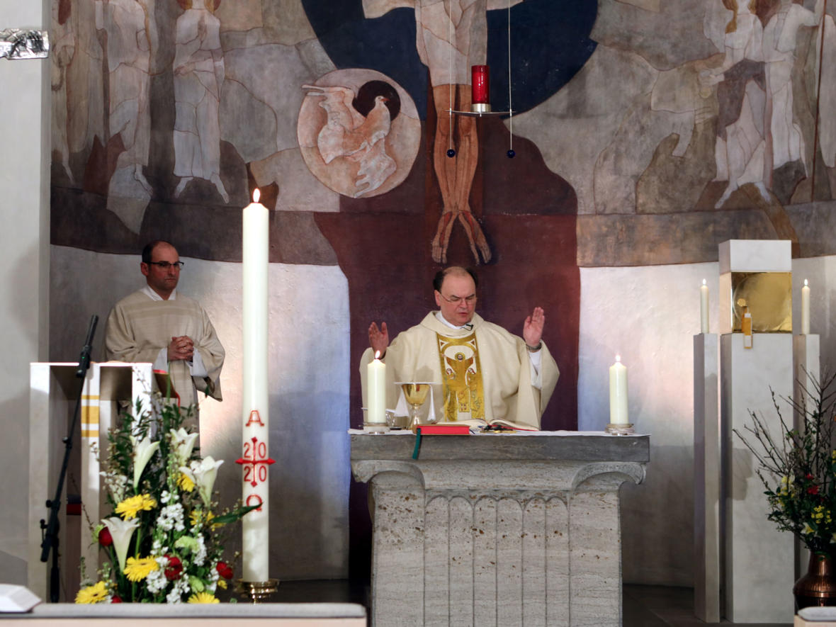 Der ernannte Bischof Dr. Bertram Meier in der Osternacht (Foto: Annette Zoepf / pba)